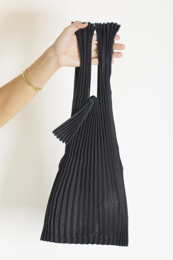tote-small-black-pleats-pleco-matchboxathens