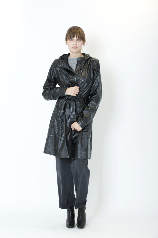 rains-curve-jacket-shiny-black-matchboxathens