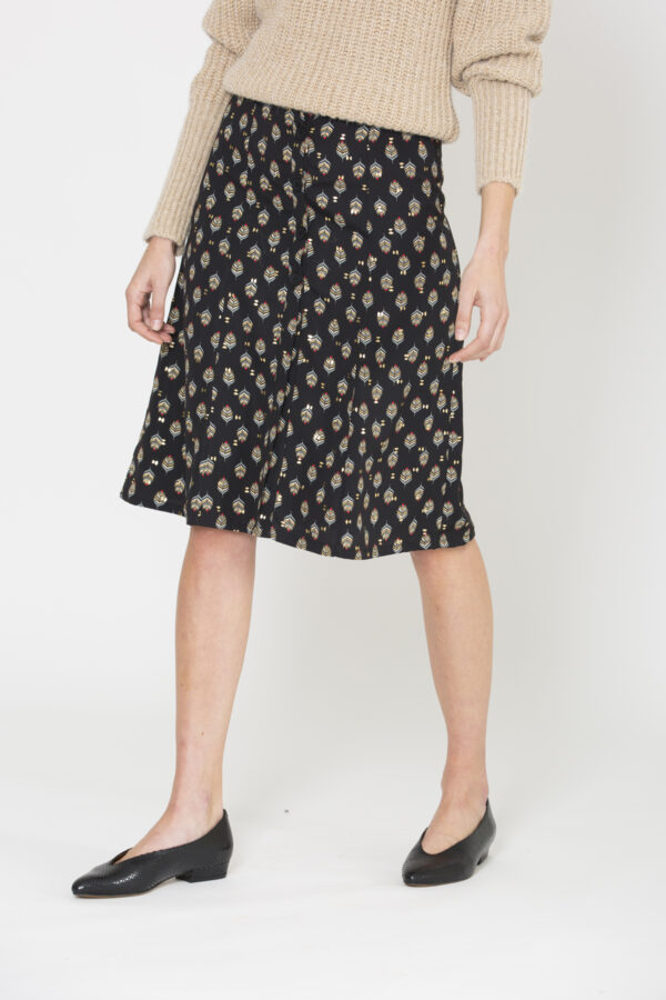 rosalie-print-leaf-skirt-midi-buttons-uniforme-matchboxathens
