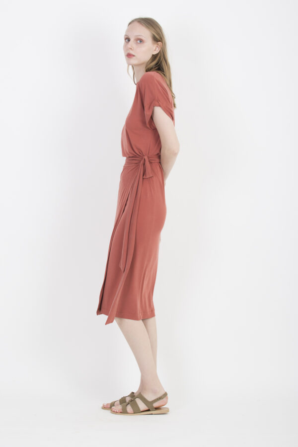 dylan-wrap-rose-modal-dress-uniforme-athens-matchboxathens