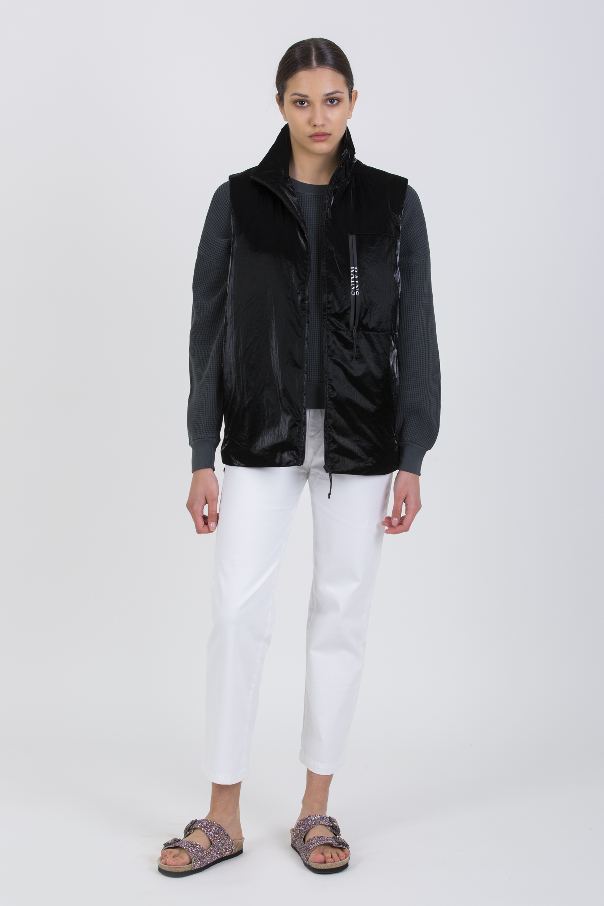drifter-black-vest-padded-lightweight-boxy-rains-matchboxathens