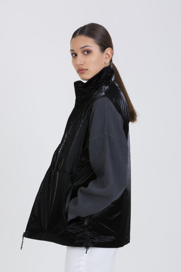 drifter-black-vest-padded-lightweight-boxy-rains-matchboxathens