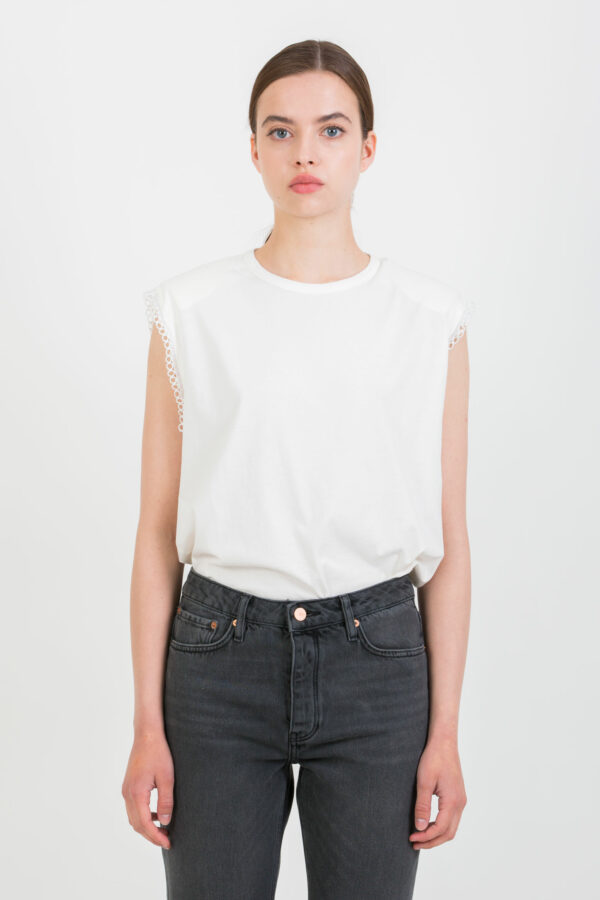 eba-white-tshirt-shoulder-pads-berenice-matchboxathens