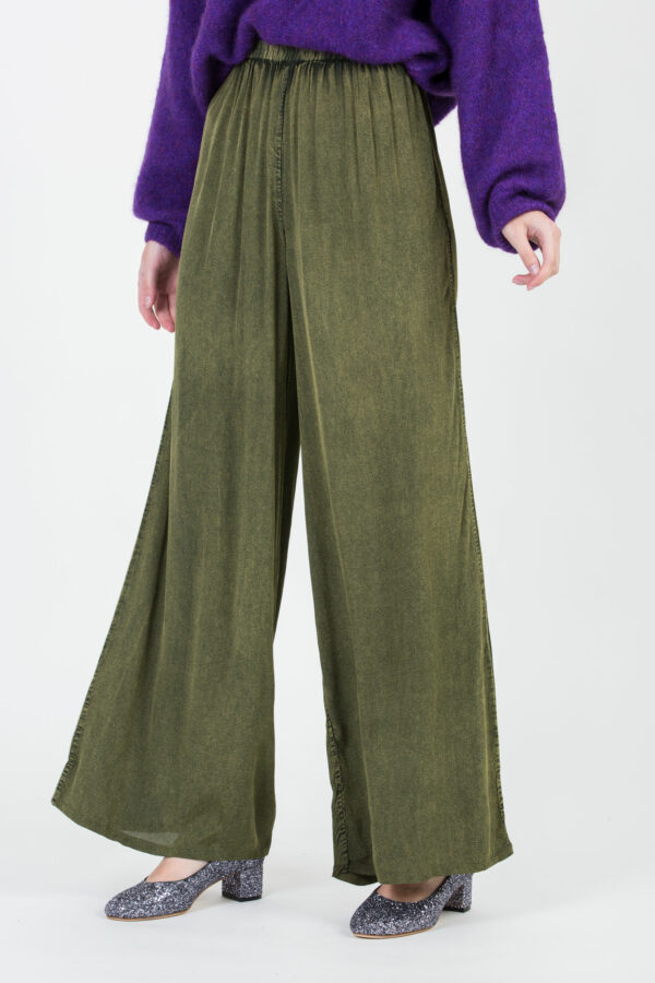 rihanna-washed-green-pants-wide-mesdemoiselles-matchboxathens